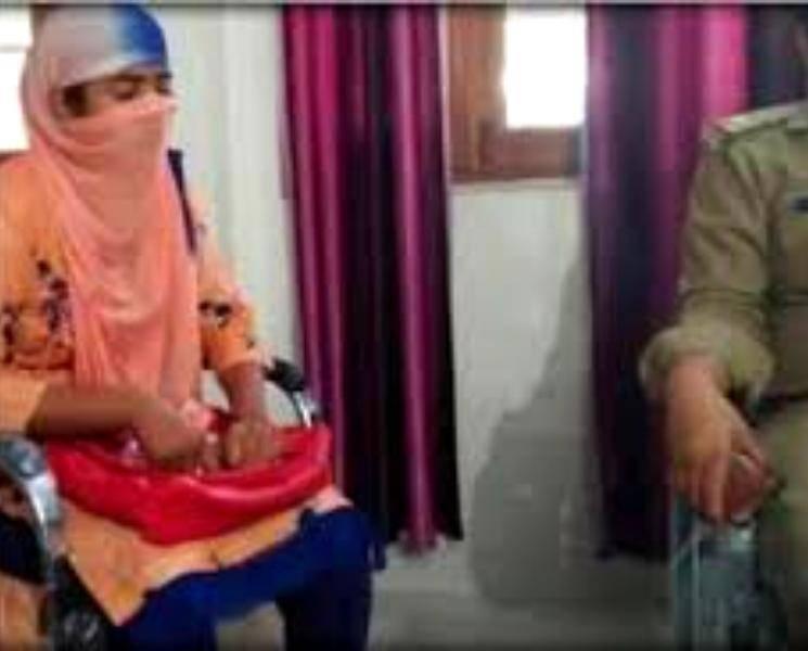 பலே டீச்சர்! ஒரே நேரத்தில் 25 பள்ளிகளில் பணி.. ஒரு கோடி ரூபாய் மோசடி.. - Daily news