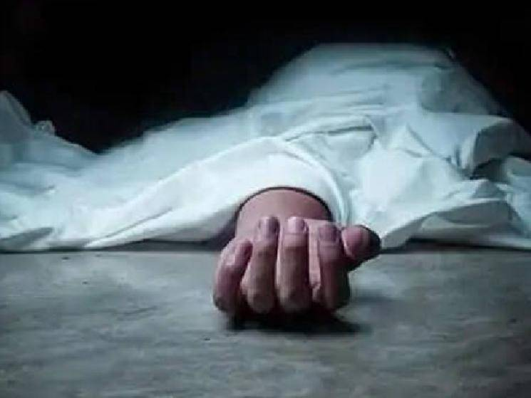 Kerala woman accidentally walks into glass door & dies!