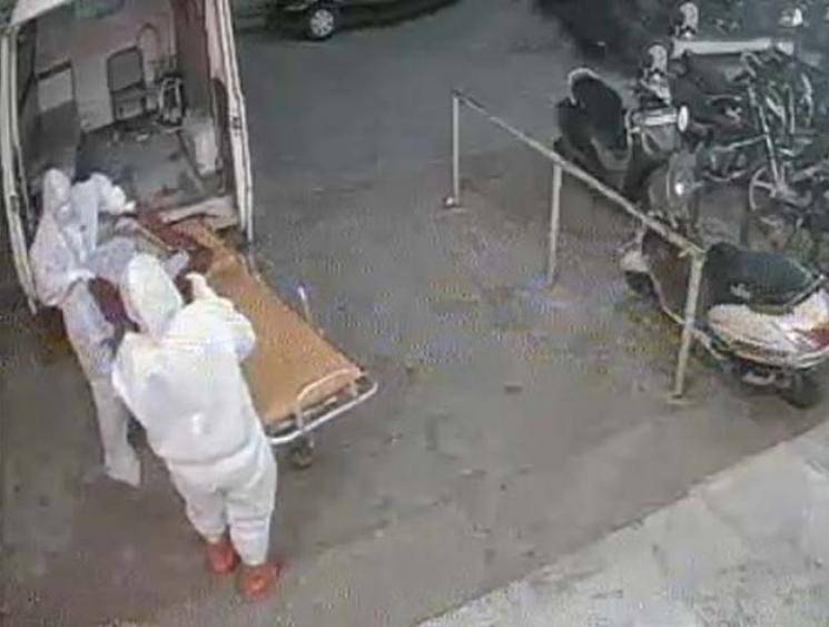 CCTV video of coronavirus patient's body being dumped outside hospital in Bhopal