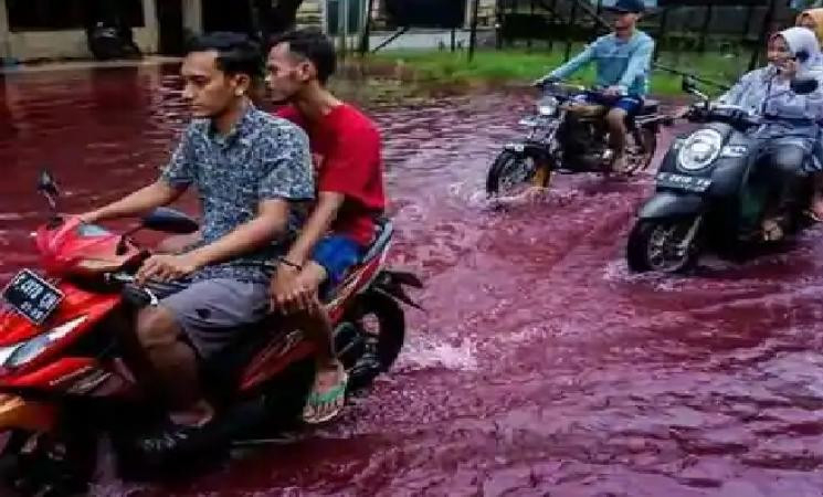 Blood red floods in Indonesian village! Here's what happened... - Daily news
