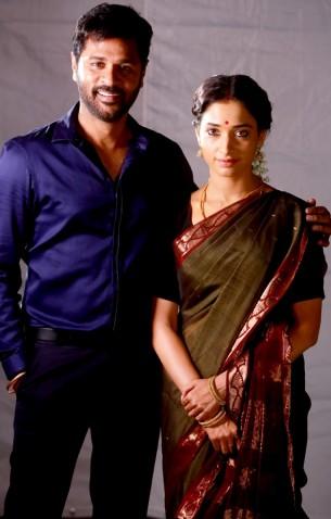 Devi(L) photos