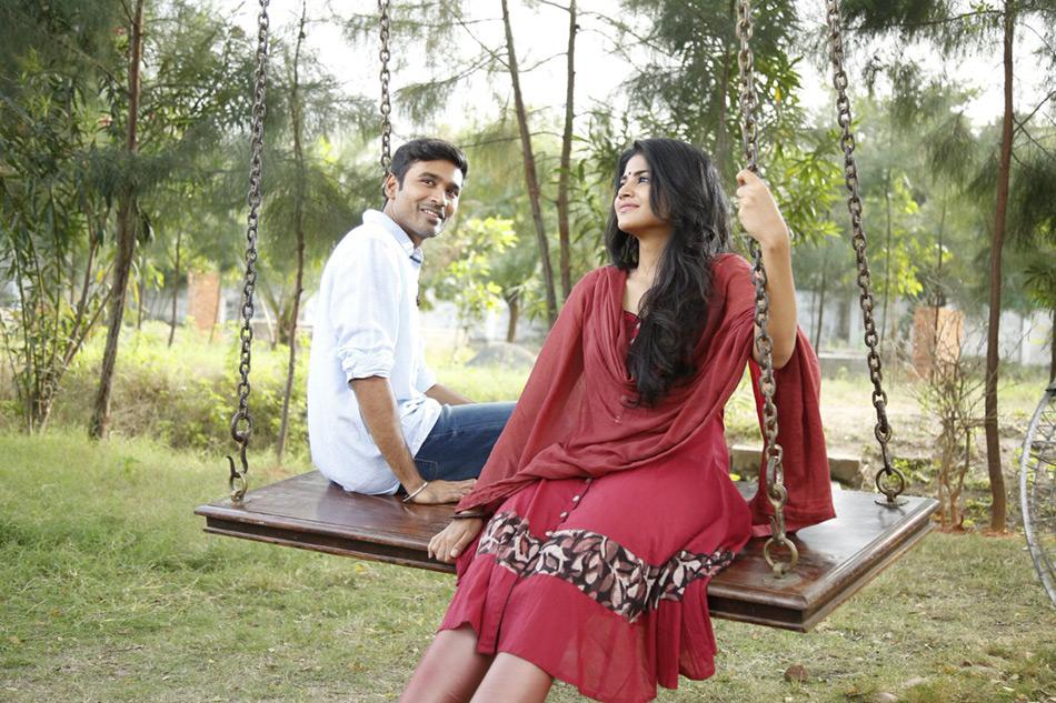 Dhanush and Megha Akash In Visiri song in Enai Noki Paayum Thota