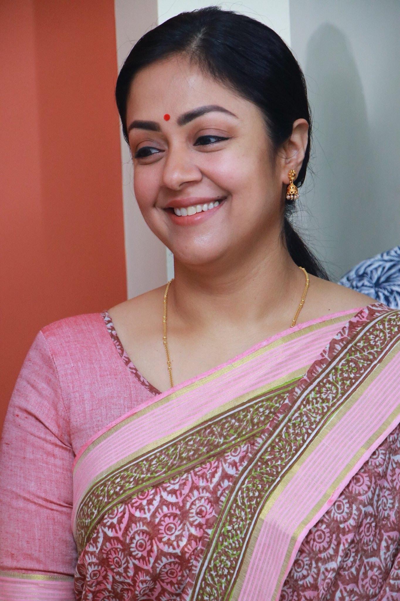 Jyothika in Kaatrin Mozhi