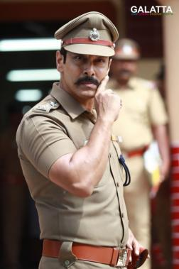 Chiyaan Vikram in Saamy Square