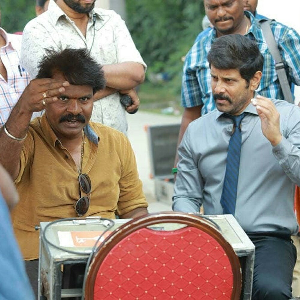 Chiyaan Vikram and director Hari at Saamy Square shooting spot