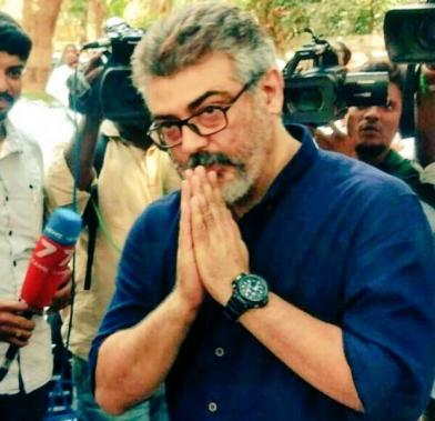 Ajith greeting fans