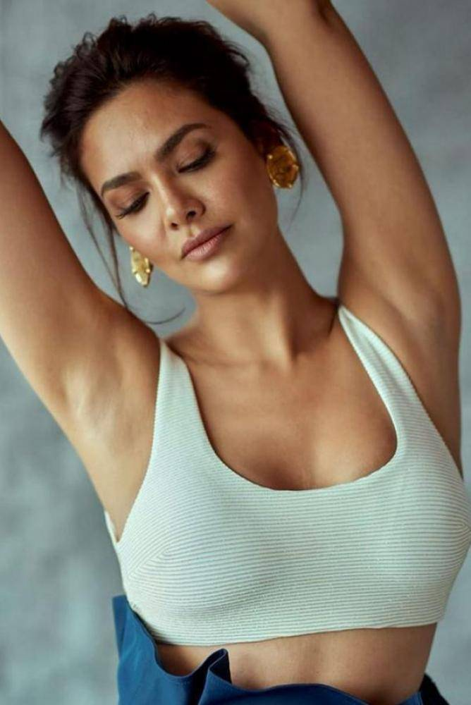 Esha Gupta - Photos Stills Images
