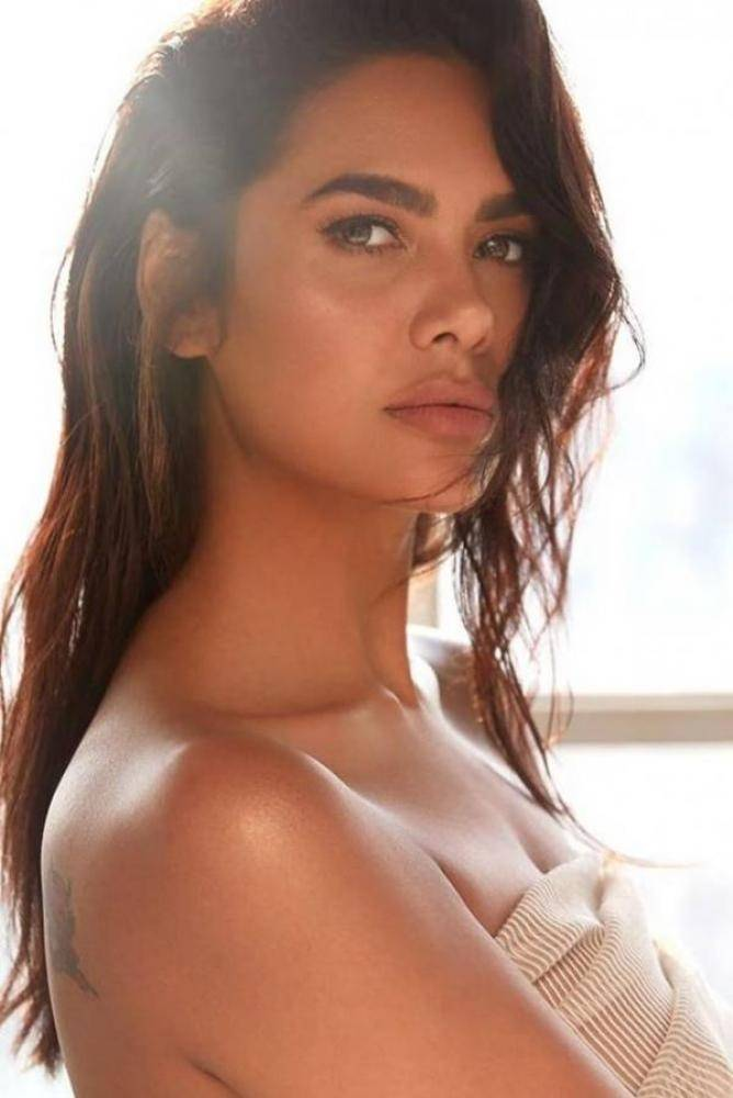 Esha Gupta - Photos Stills Images