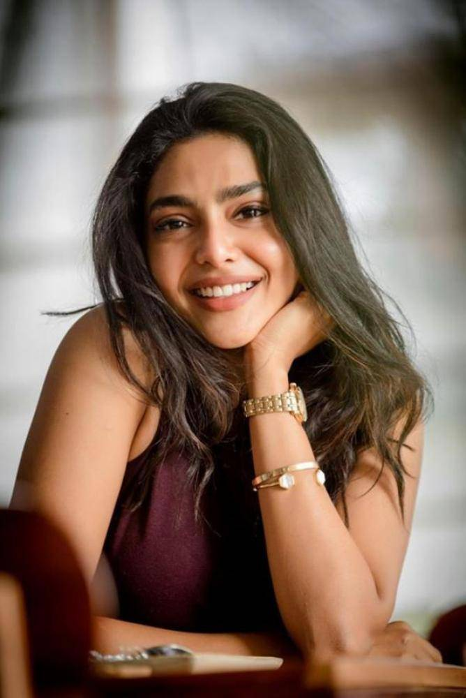 Aishwarya Lekshmi - Photos Stills Images