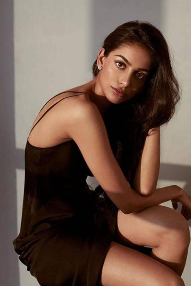 Banita Sandhu - Photos Stills Images
