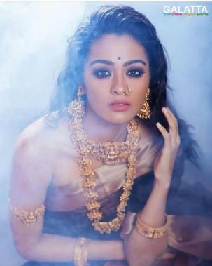 Gayathrie Shankar looking swelte and sultry