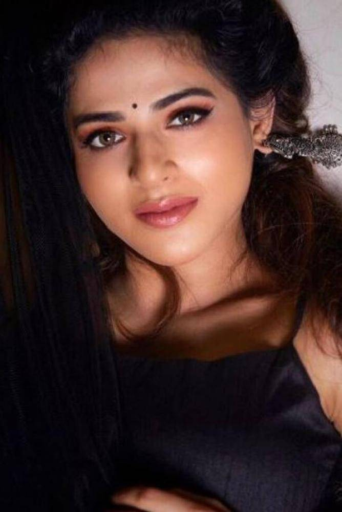 Iswarya Menon - Photos Stills Images