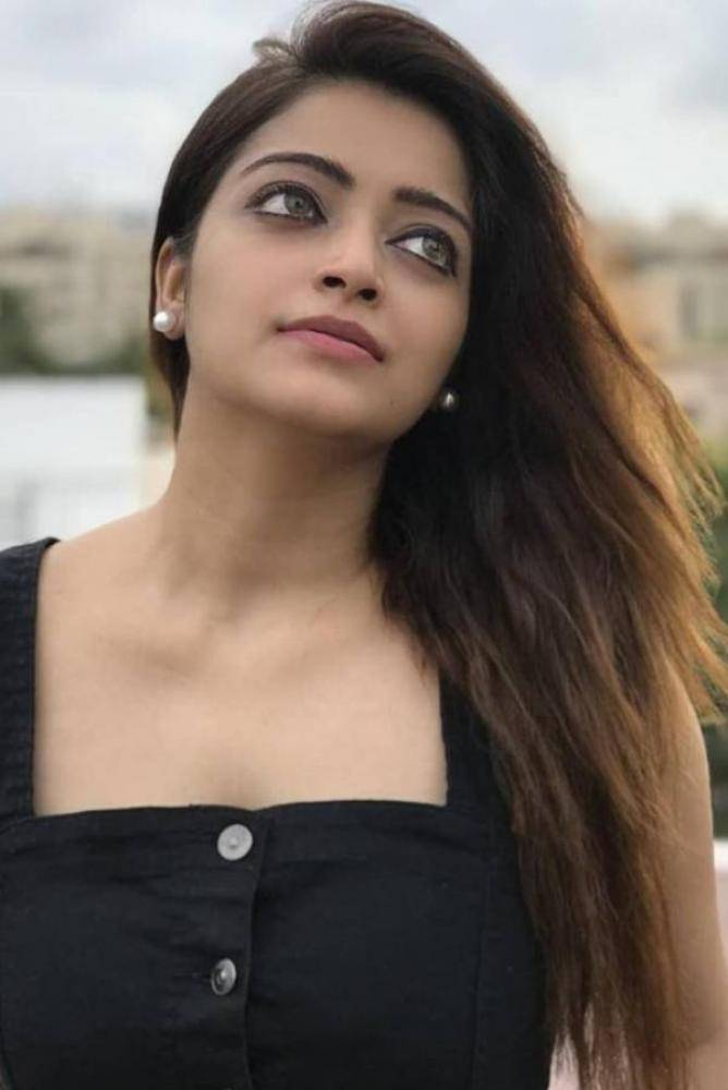 Janani Iyer - Photos Stills Images