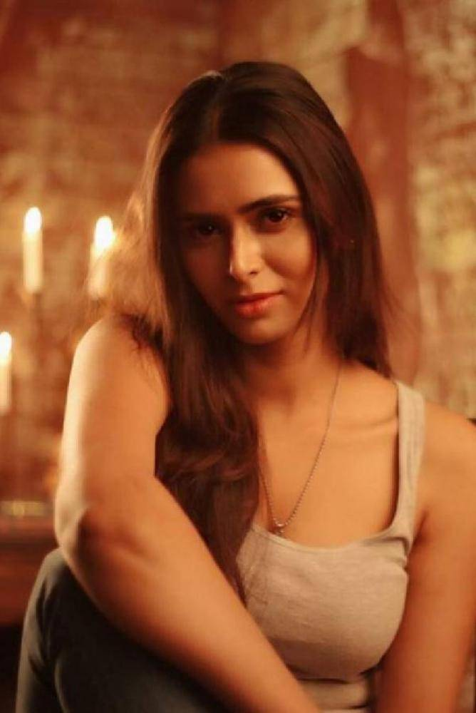 Meenakshi Dixit - Photos Stills Images