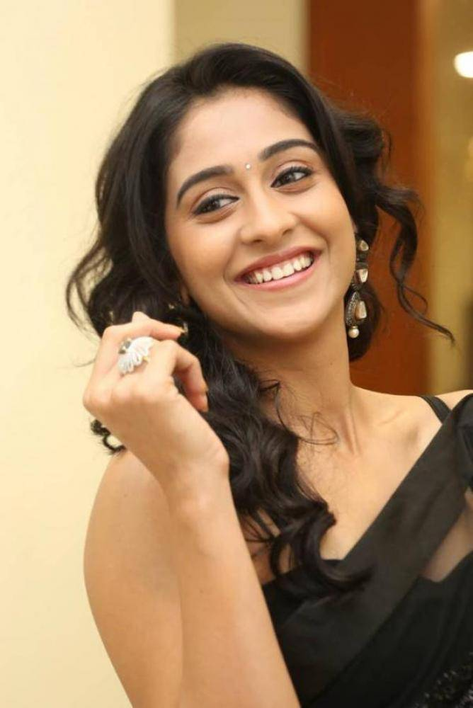 Regina Cassandra - Photos Stills Images