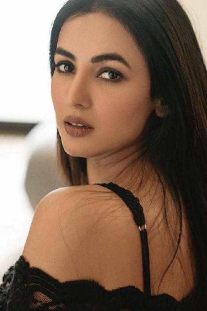 Sonal Chauhan - Photos Stills Images