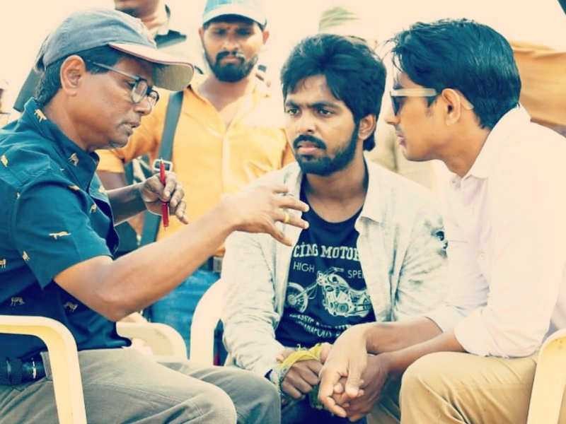 Sivappu Manjal Pachai working still