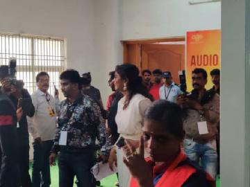 LIVE: Thalapathy Vijay's Bigil Audio Launch LIVE Updates here!