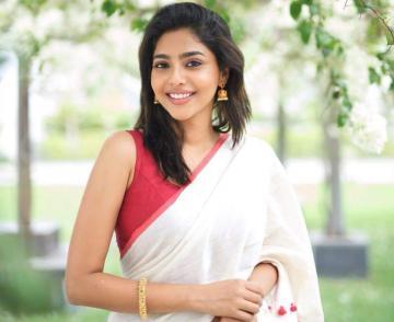 D40 Dhanush Aishwarya Lekshmi