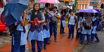 Rain holidays to school and red alert
