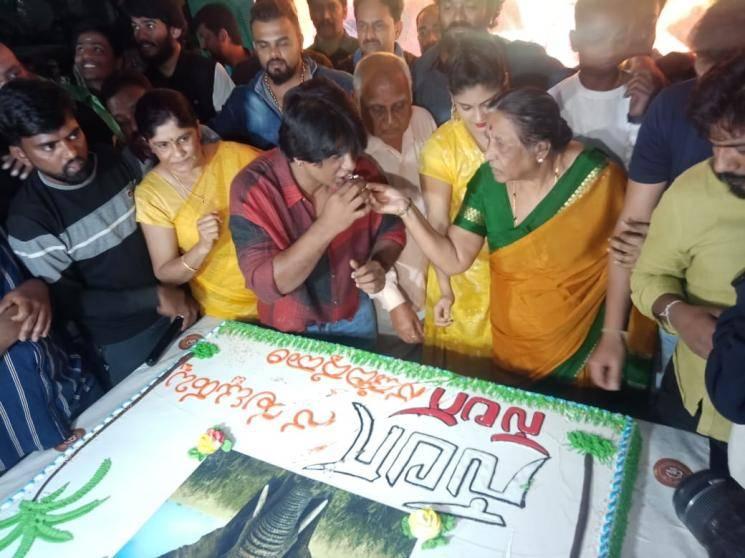 Kannada actor Duniya Vijay birthday cake cutting using knife Karnataka police send legal notice 1