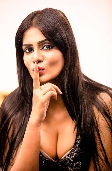 Bigg Boss 3 Meera Mitun accuses Thalapathy Vijay Master second look poster is copied