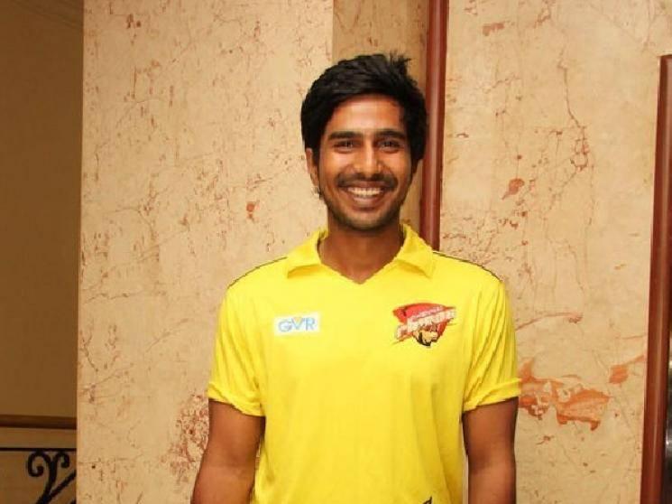 Vishnu Vishal gives batting tips to Allu Sirish