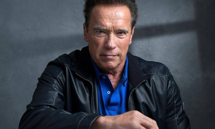 Arnold Schwarzenegger delivers coronavirus masks to Los Angeles hospital