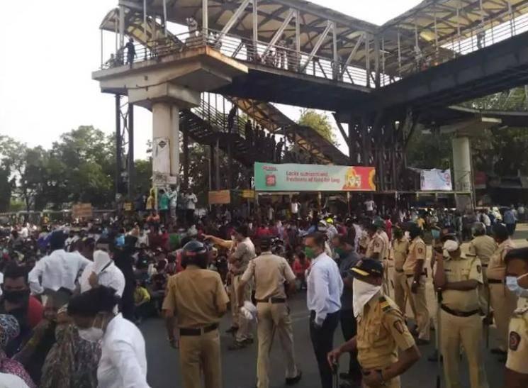 Coronavirus Mumbai Bandra railway station protest migrant workers