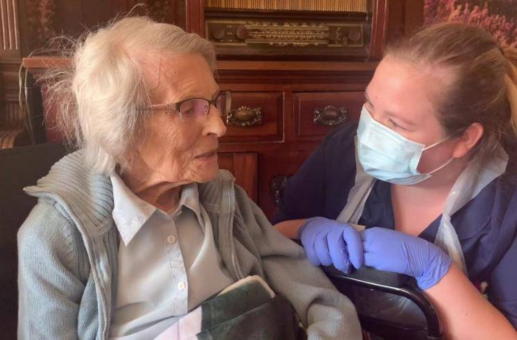 106 year old British woman Connie Titchen oldest coronavirus survivor