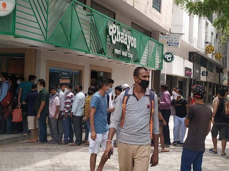 Corona lockdown Social distancing defied liquor shops long queues