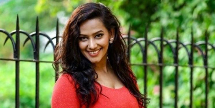 Sanjana Singh Shares Water Can Workout Video