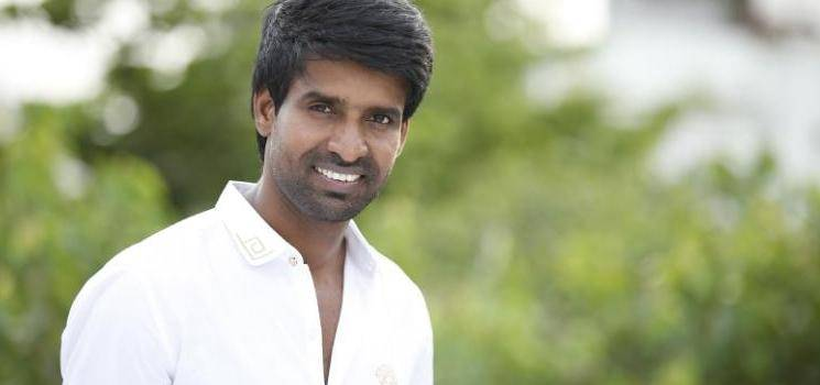 Soori gets autographs of police officers who work to protect people during lockdown