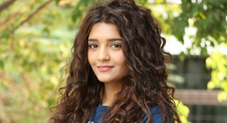 Ritika Singh Washing Clothes In Lockdown