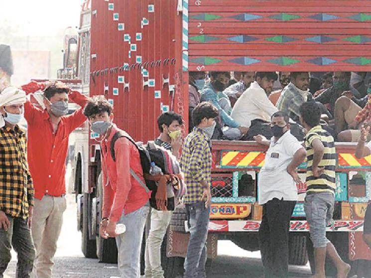 Migrants returning to MP from Maharashtra protest over lack of food & transport facilities!