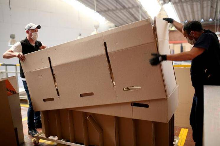 Coronavirus | Colombian businessman creates bed that can be converted as a coffin