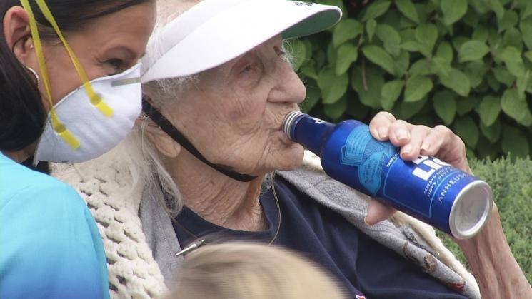 103-year-old woman celebrates beating coronavirus with a cold beer