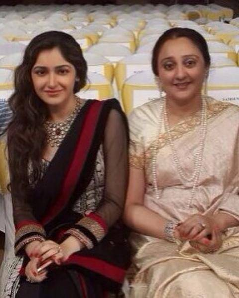 Sayyeshaa pregnant? Exclusive statement from her mother | Arya