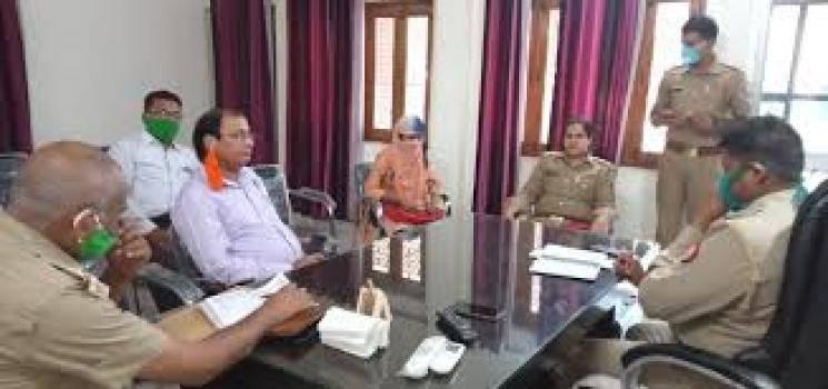 TN teacher works in 25 schools one crore rupees fraud