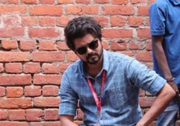 Thalapathy 64 Vijay Meets Fans on Shooting Spot