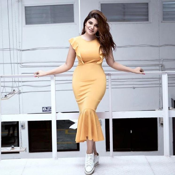 Meesaya Murukku Heroine Aathmika Viral Workout Video