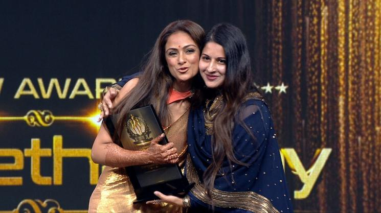 Sangeetha Vijay Awarded At Galatta WOW Awards