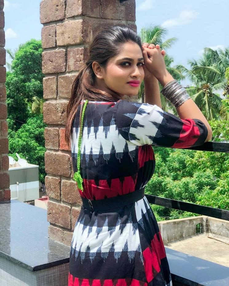 Rettai Roja Shivani Narayanan Motivational Post
