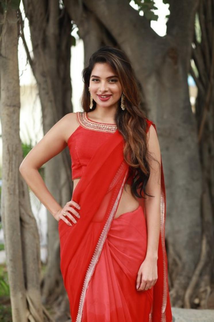 Dharla Prabhu Heroine Tanya Hope Viral Dance Video