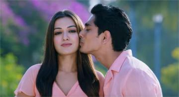 Aruvam Veesiya Visiri Video Song Catherine Tresa