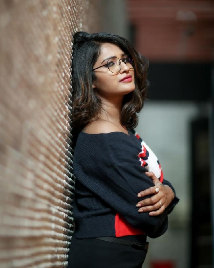 Aayutha Ezhuthu Sharanya Turadi Shares Shooting Picture After Lockdown