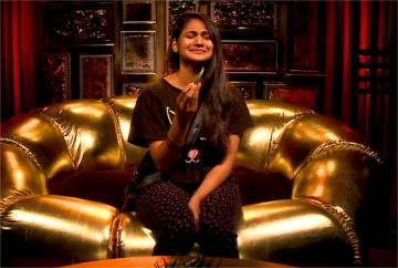 Biggboss Asks Losliya To Be Serious in Nomination