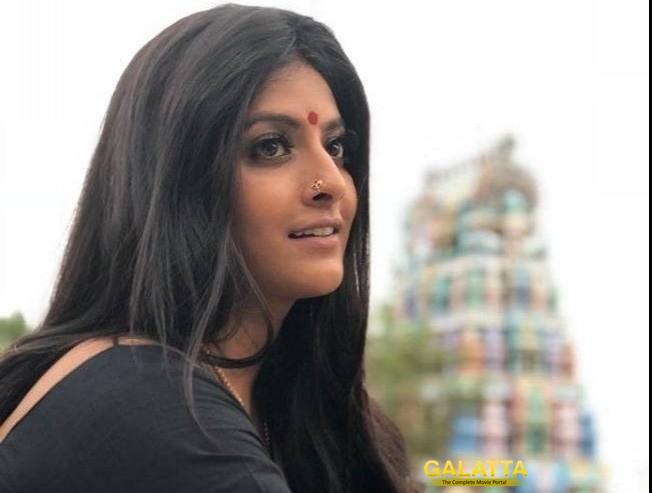 Varalaxmi Sarathkumar Completes Dubbing For Sarkar Sandakozhi Two