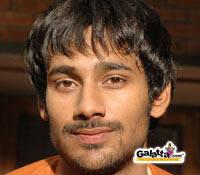 Varun Sandesh, Neha Sharma in Pollaadhavan remake
