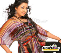 Keerthi Chawla glams up!